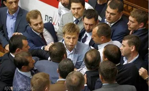 Что происходит? В Киеве звучат призывы срочно блокировать аэропорты (ВИДЕО)