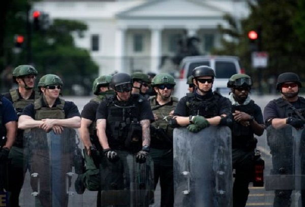"""""""Зеленые человечки Трампа"""": в столице США — Вашингтоне появились силовики без знаков отличия — Би-би-си"""