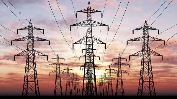 Жара и игра. Как Украина оказалась в шаге от веерных отключений электроэнергии и что будет с тарифами