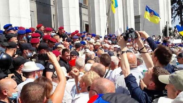 Главное требование - соблюдать закон: почему военные пенсионеры вчера устроили штурм Верховной Рады