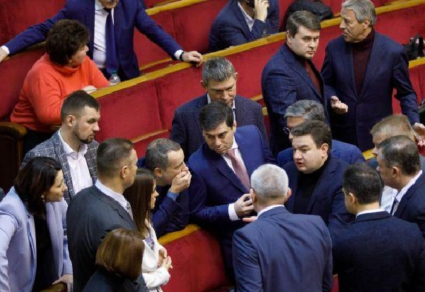 Шакалята: почему парламентские группы «За майбутнє» и «Довира» голосуют как надо власти и кто ими кукловодит