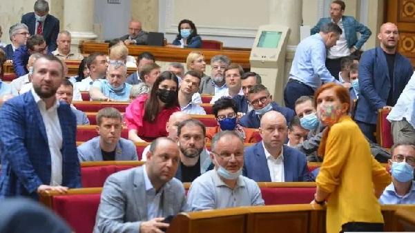 """VIP-голосования в Раде для Зеленского. Какой ценой Банковая смогла провести """"олигархические"""" законы"""