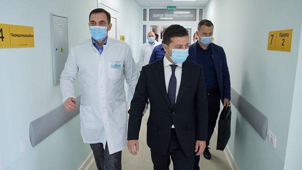 Западный тормоз. Как повлияет на позиции президента Зеленского задержка с поставками вакцины в Украину