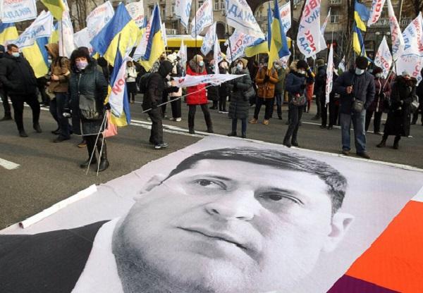 Зеленский четко идет по стопам Януковича: уже осенью будет новый Майдан — политолог Дмитрий Корнечук