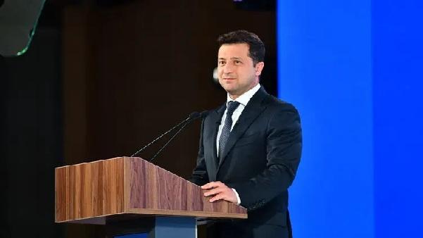 Зеленский сдал назад с дубляжом фильмов и сериалов. Почему зе-власть передумала отменять украинизацию?